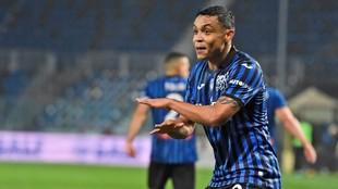 Luis Muriel celebra un gol con el Atalanta
