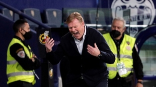 Koeman grita durante el partido ante el Levante.
