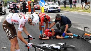 Mikel Landa, en el suelo.