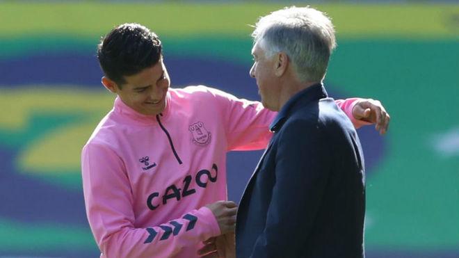 James y Ancelotti, durante un entrenamiento con el Everton