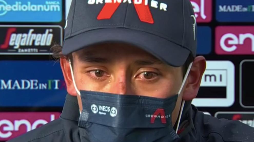 Egan Bernal llora al final de la etapa 9.