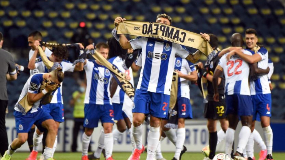 Jugadores del Oporto celebra un título.