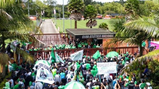 Hinchas de Atlético Nacional van al entrenamiento a presionar a los...