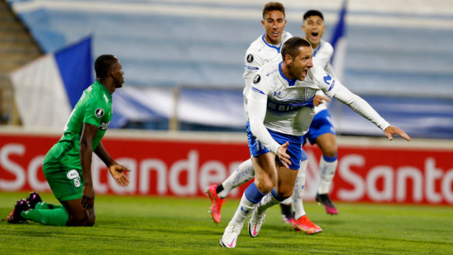 Luciano Aued corre a celebrar el 1-0.