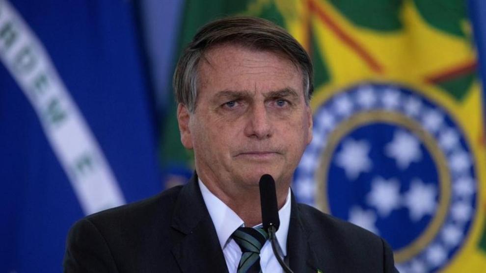 Tras confirmarla en la mañana, Bolsonaro pide el cierre de fronteras.