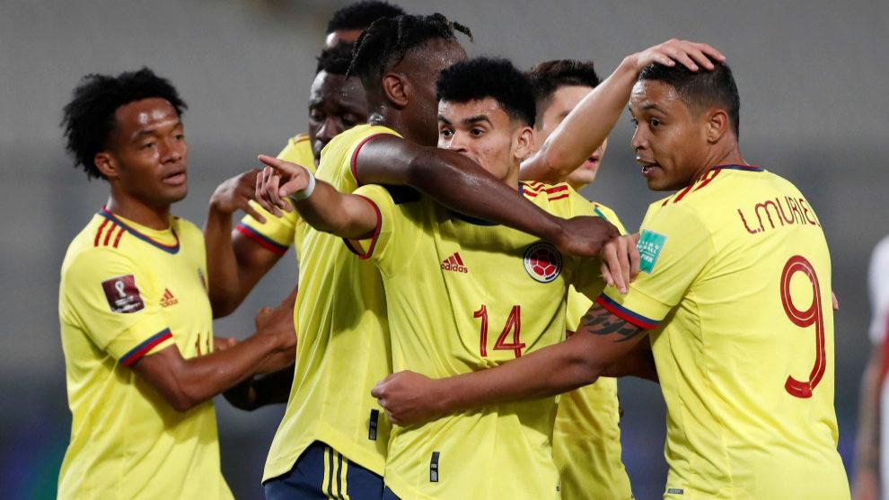 Los jugadores de Colombia celebran el gol de Luis Díaz.