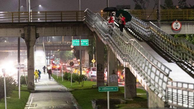 Toque De Queda Hoy 4 De Junio En Bogota Cali Y Medellin A Que Hora Empieza Y Que Puede Hacer Revise Restricciones Y Excepciones Marca Claro Colombia