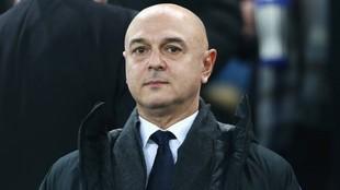 Daniel Levy (59) durante un partido del Tottenham.