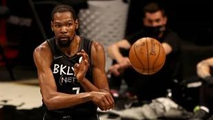 Kevin Durant (32) en el partido que su equipo ganó a los Bucks la...