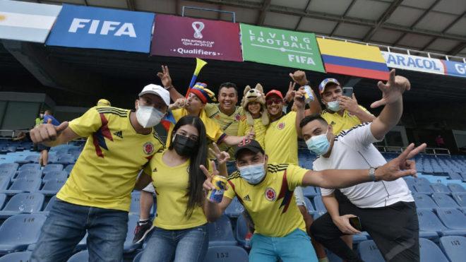 Aficionados de Colombia en el estadio Metropolitano de Barranquilla...