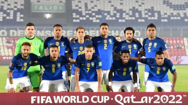 Los jugadores brasileños posan ante los medios de comunicación.