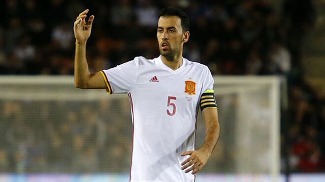 Busquets, durante un partido con España
