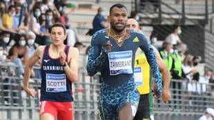 Zambrano, por delante de sus rivales en la final de los 400 metros de...