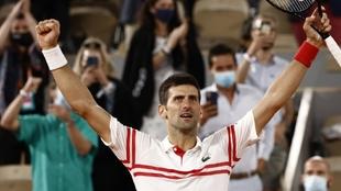 Djokovic celebra su triunfo ante Nadal.
