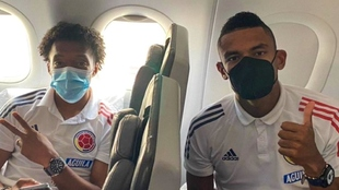 Cuadrado y Tesillo, en el avión rumbo a Brasil.