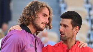 Djokovic consuela a Tsitsipas en París.