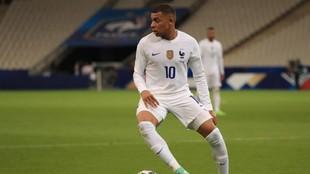 Mbappé en un partido con Francia.