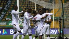 Jugadores de Tolima celebra un gol.