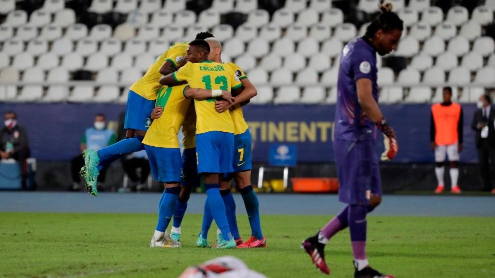 Dura goleada recibió Perú con un Brasil a media máquina.