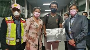 Egan Bernal (24) posa a su llegada al Aeropuerto Internacional El...
