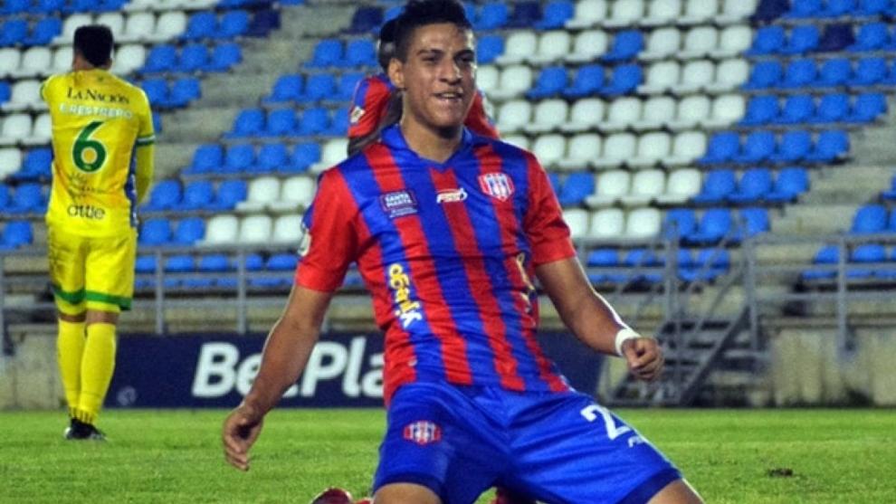 Ruyery Blanco (22) celebra un gol con Unión Magdalena.