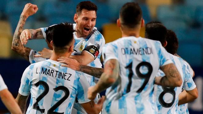 Leo Messi festeja el tercer y último gol ante Ecuador.