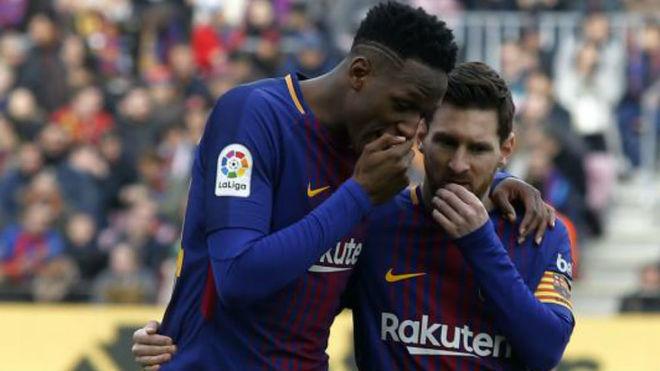 Yerry Mina charla con Messi durante su etapa en el Barcelona