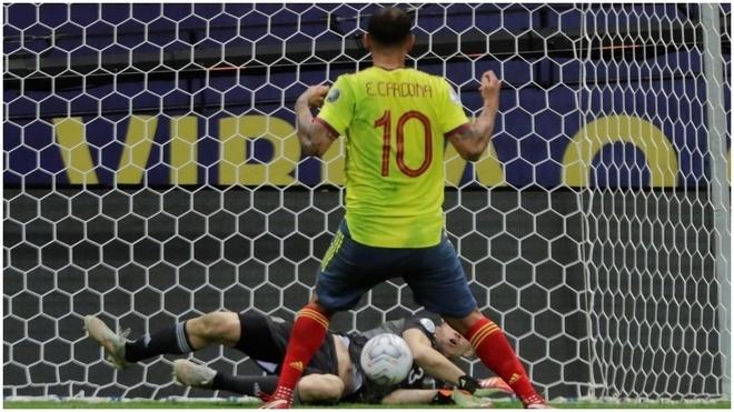 Cardona falla el penalti ante Argentina