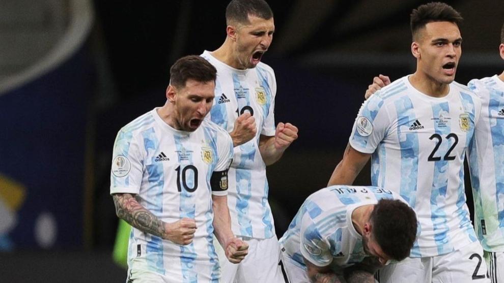 Leo Messi (34) celebra uno de los penaltis de su equipo.