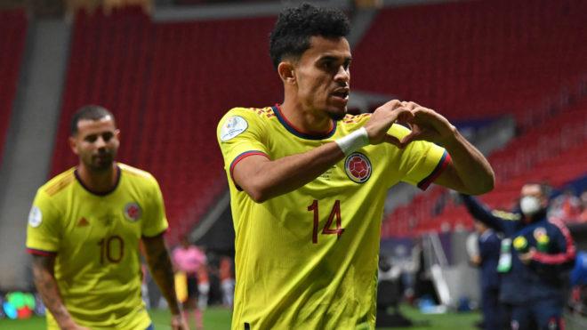 Luis Díaz celebra un gol con Colombia