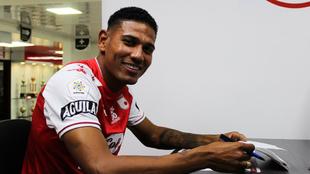 Alexander Mejía firma contrato con Santa Fe.