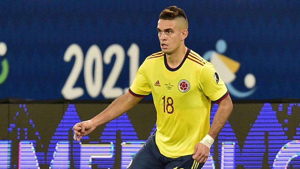 Rafael Santos Borré, en un partido con la Selección Colombia durante...