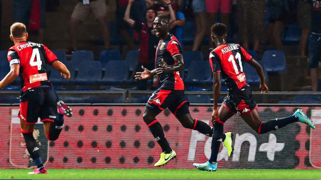 Zapata celebra un gol con el Genoa