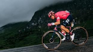 Rigoberto Urán (34) durante una etapa del Tour de Francia.