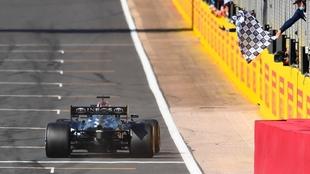 Hamilton conquistó la victoria en su casa en el Gran Premio de Gran...