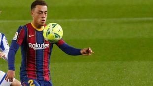 Sergiño Dest, durante un partido con el Barcelona