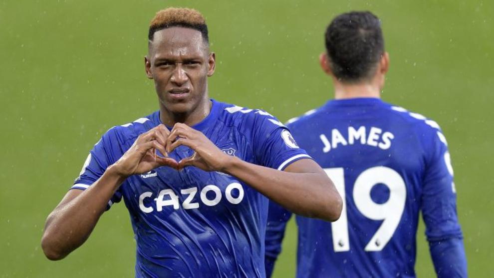 Yerry Mina y James Rodríguez, en un partido del Everton.