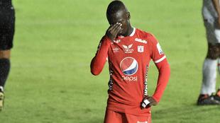Santiago Moreno se lamenta tras desperdiciar una opción de gol.