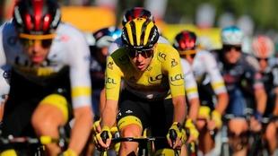 El presidente de la UCI defendió a Pogacar de las dudas de dopaje en...