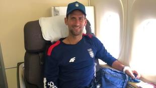 Novak Djokovic (34) en el avión rumbo a Tokio.
