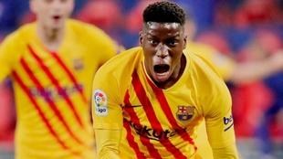 Ilaix Moriba (18) celebra un gol con el FC Barcelona en la temporada...