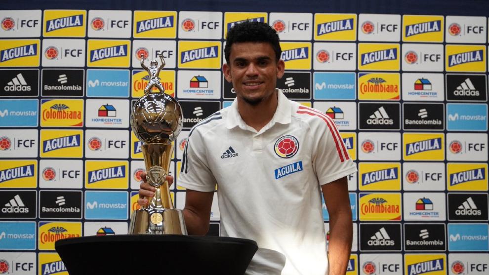 Luis Díaz recibe reconocimiento por ser goleador de la Copa América.