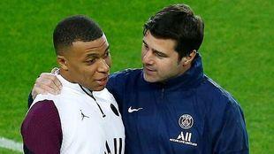 Mbappé y Pochettino, durante un entrenamiento del PSG