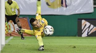 De Amores ataja un penal en el encuentro que terminó 0-0 entre Cali y...