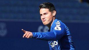 James celebra un gol con el Everton