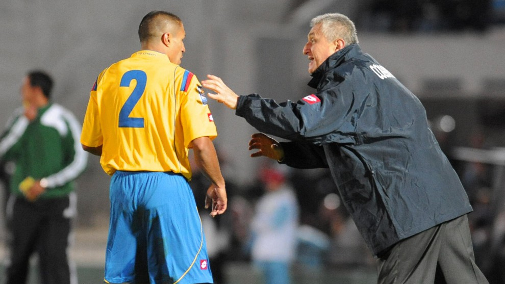 Iván Ramiro Córdoba y Eduardo Lara, durante un partido.
