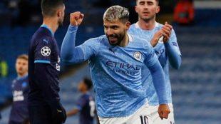 El Kun Agüero celebra un gol con el City