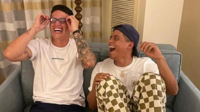 James realizó varios clips de comedia junto al instagramer el Mindo.