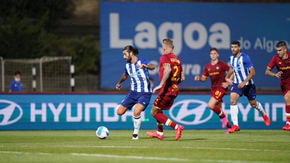 Luis Díaz se le exhibe a Mourinho en el empate entre Porto y Roma
