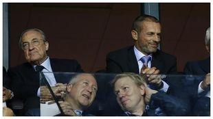 Florentino y Ceferin, juntos durante un partido